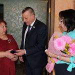 """Две радужнянки удостоены медали """"Материнская слава"""""""